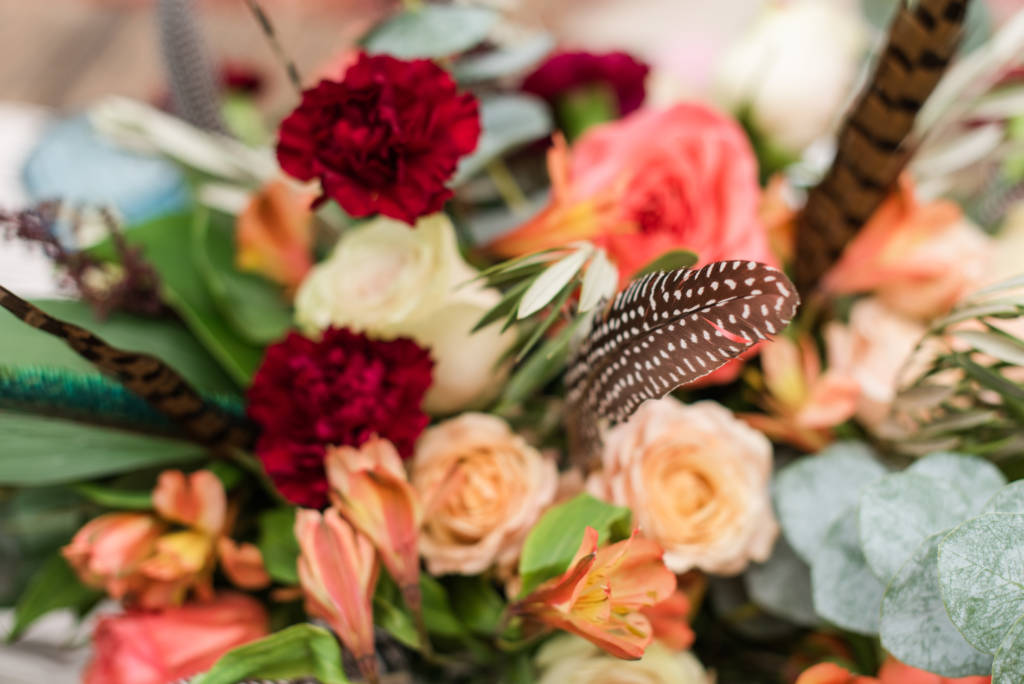 bouquet_carnations_roses_feathers_lilies_eucalyptus