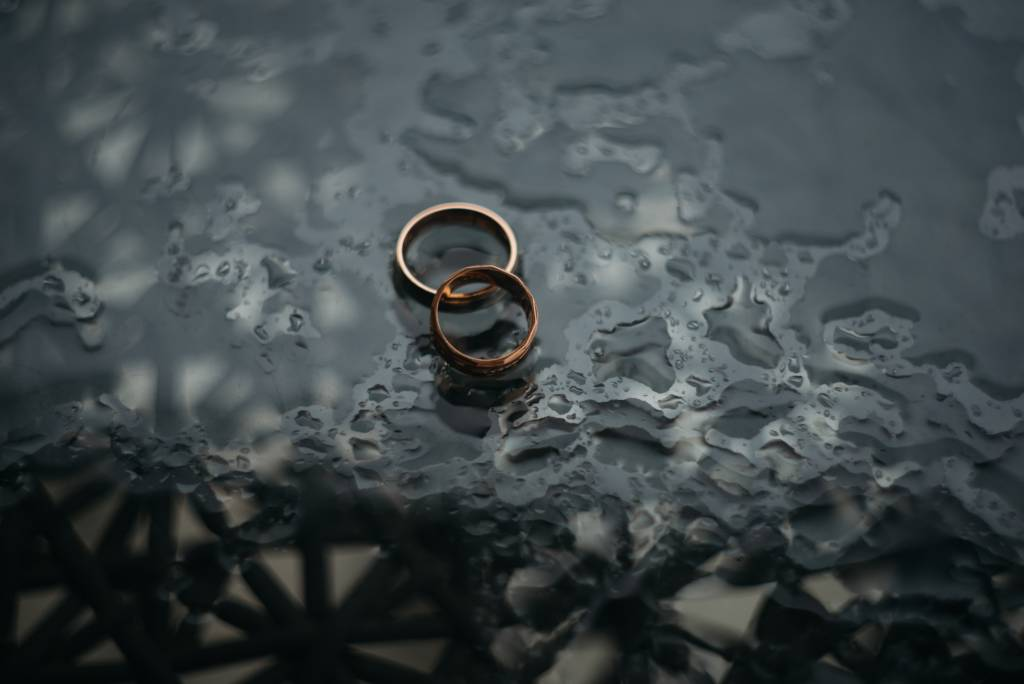 rainy_rain_wedding_rings