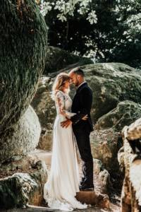 rocks_wedding_pretty_lace_kiss_sunlight_unique_wedding_venue